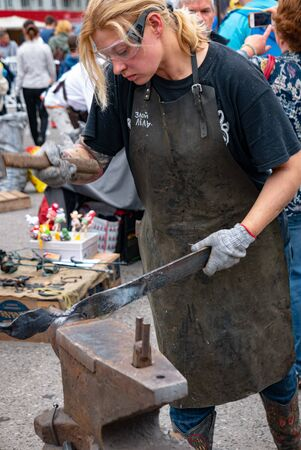 Ryazan, Russia - July 27, 2019: Woman blacksmith works with metal on the forge festival 版權商用圖片 - 132983114