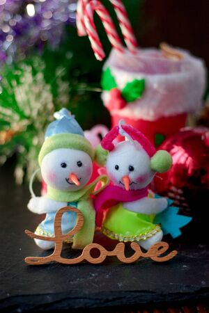 Pair of christmas snowmans with word Love near them Stockfoto