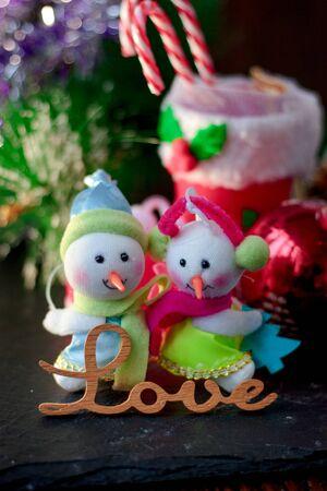 Pair of christmas snowmans with word Love near them 版權商用圖片
