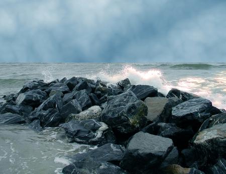 ocean waters splashing against the rocks 写真素材