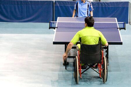 paraplegic: Silla de ruedas Tenis de Mesa para las Personas con Discapacidad Foto de archivo