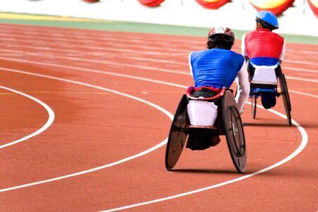 paraplegico: Carrera de silla de ruedas