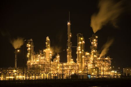 refiner�a de petr�leo: Refiner�a de petr�leo en la noche