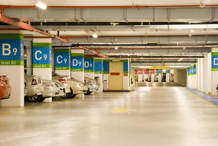 parking facilities: S�tano aparcamiento  Editorial