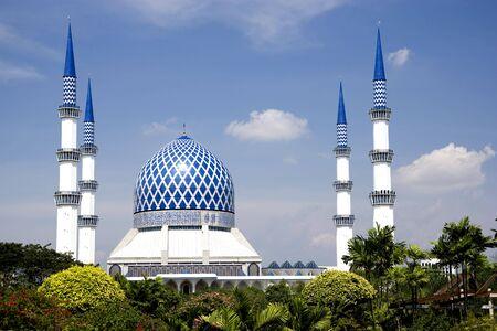 powszechnie: Salahuddin Sultan Abdul Aziz Shah Mosque lub powszechnie znany jako Blue Mosque, położony w Shah Alam, Selangor, Malezja.