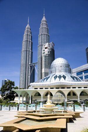 prayer tower: Un design moderno situato alla moschea di Kuala Lumpur City Centre, Malaysia.