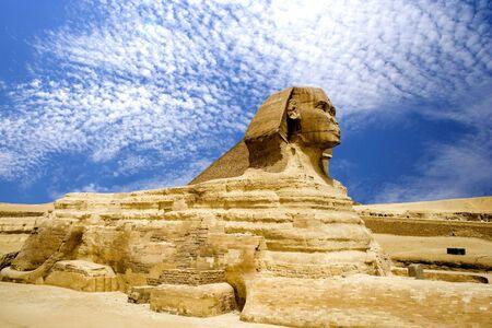 sfinx: De Sphinx en de Grote Piramide in Egypte. Stockfoto