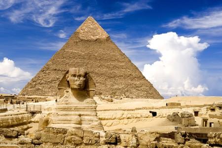 sfinx: De Sphinx en piramide van Chefren, Gizeh, Egypte.