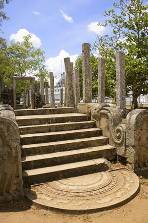 buddha sri lanka: Image of the ancient Thuparamaya Temple at Anuradhapura, Sri Lanka. This is a UNESCO World Heritage site.