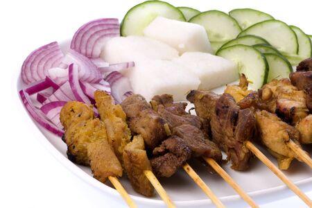 carnes: Imagen de un manjar malasio com�nmente conocido como satay (palo de bamb� ensartado carnes asadas).