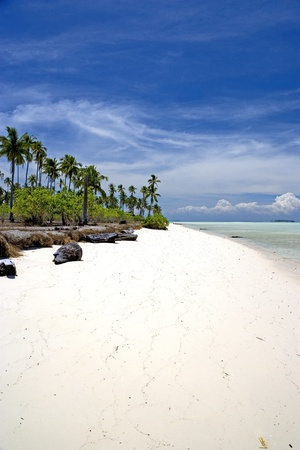 sandy: Imagen de una playa en una remota isla tropical de Malasia.