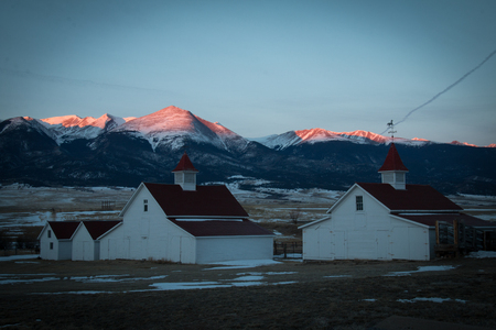 alpen: Old ranch buildings with alpen glow at sunrise