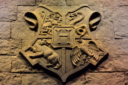 great hall: The Hogwarts Crest in the Great Hall at Warner Brothers Studio Stock Photo