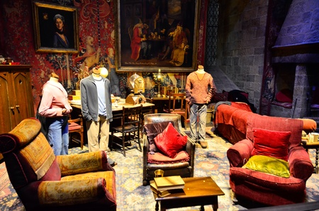 harry: The Gryffindor Common Room at Warner Brothers Studio