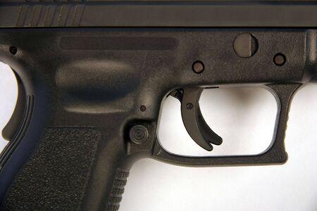 トリガー: 9 ミリメートル拳銃のメカニズムをトリガーします。 写真素材