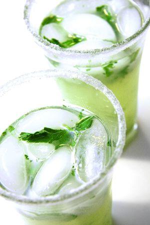 Cold mojitos, im Sommer Terrasse trinken.