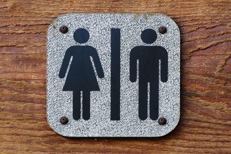 Zeichen, das zeigt, dass ja in der Tat, haben Sie das Badezimmer gefunden. Sowohl M�nner als auch Frauen. Lizenzfreie Bilder