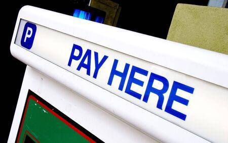 Parkhaus bezahlen Kiosk Zeichen - Pay Hier