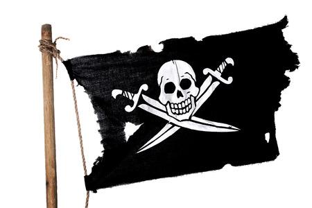 pirate skull: Ondeando en el viento bandera pirata en el m�stil. Aislado en blanco