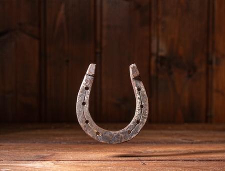 Fondo in legno a ferro di cavallo
