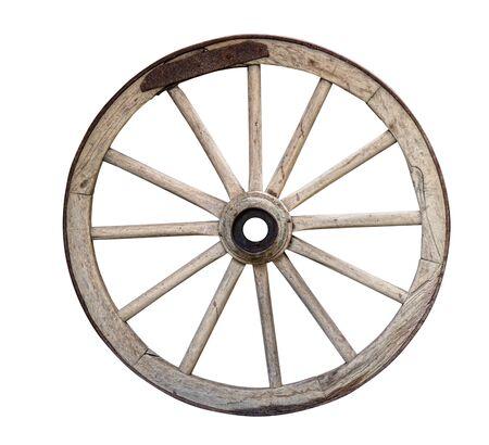 Vecchio carrello di legno in disuso o ruota di carro isolato su sfondo bianco