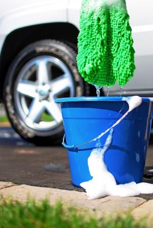 emmer water: Beeld van een auto wordt gewassen