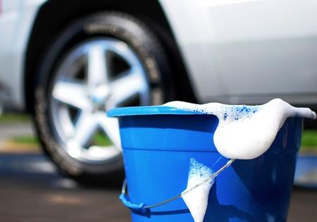 lavarse las manos: imagen de un coche que se lavan