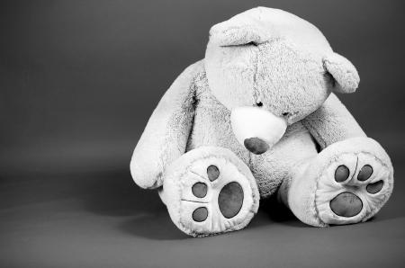 poup�e: Image d'une grande tristesse � la recherche ours en peluche Banque d'images