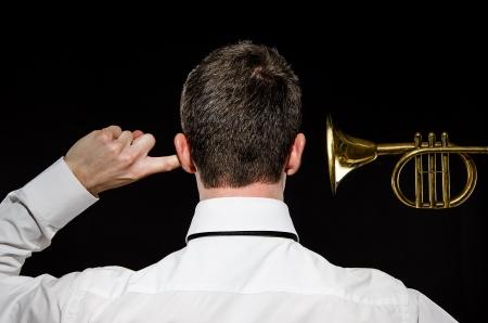 too: Loud Horn