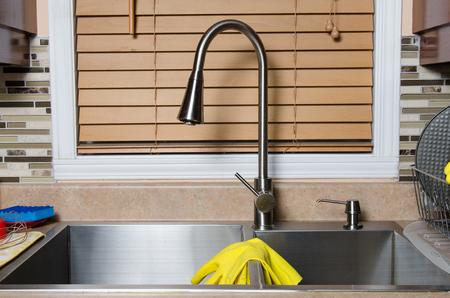 lavar platos: Fregadero de la cocina