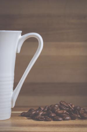 jolt: Coffee mug with beans