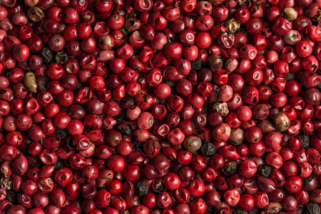 crushed red peppers: Red and black peppercorns