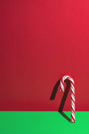 One candy cane on red and green Standard-Bild
