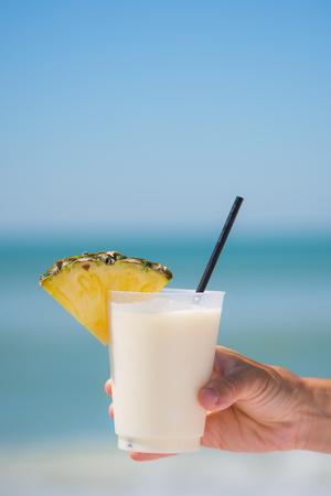 Fancy drink at the beach Standard-Bild - 102250889