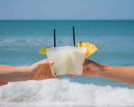 Cheers to vacation Standard-Bild