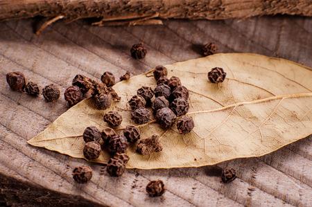black pepper: bay leaf and black pepper