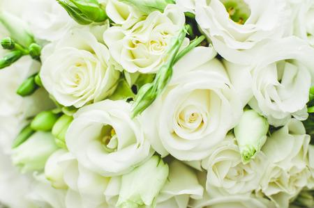 Witte rozen bruiloft