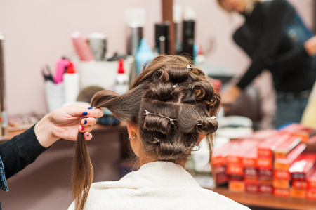 coiffeur: Wrap the hairdresser curling iron, curling irons Banque d'images