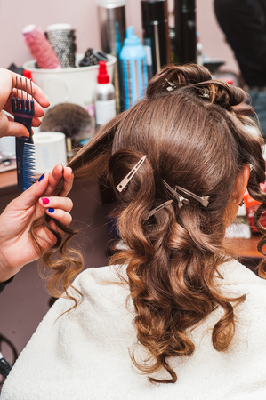 Wrap the hairdresser curling iron, curling irons Banco de Imagens