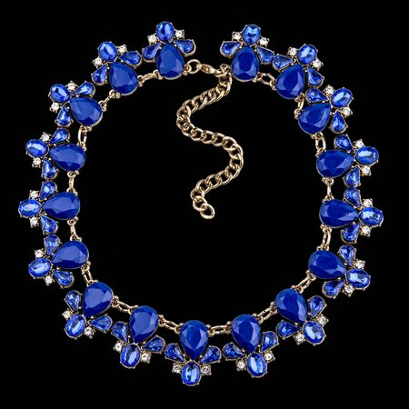 Gold necklace with sapphire