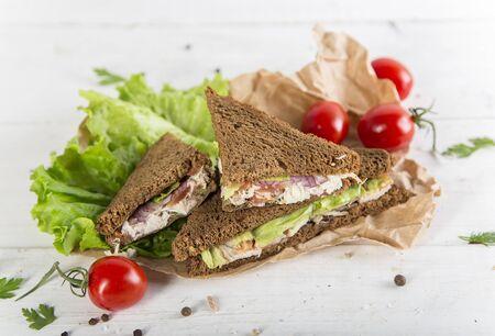 Club sandwich with chiken and cucumbers on dark rye bread Zdjęcie Seryjne