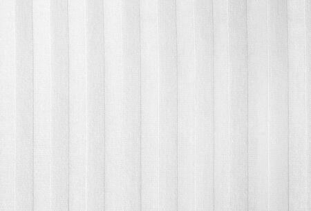 Weiße Baumwollstoffstruktur mit Streifen. Streifen strukturierter Baumwollgewebehintergrund.