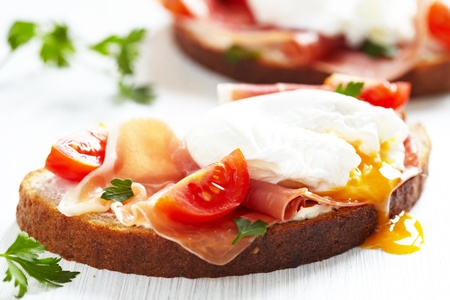 bacon and eggs: Sandwich with poached egg