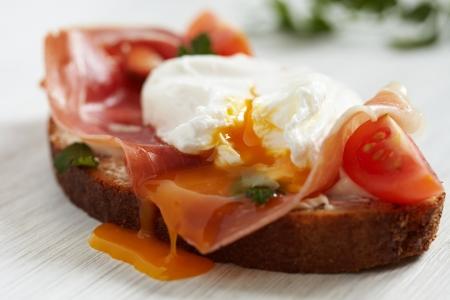 ham sandwich: Sandwich with poached egg