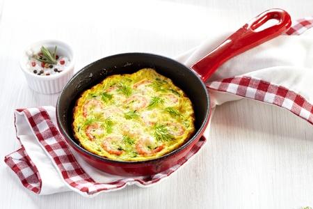 calabacin: Tortilla de camarones y calabacín Foto de archivo