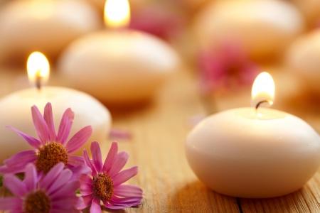 Bougies et fleurs Spa Banque d'images