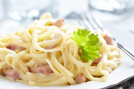 carbonara: Pasta Carbonara with ham and cheese