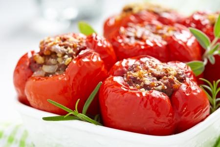 rode paprika's gevuld met vlees en bulgur