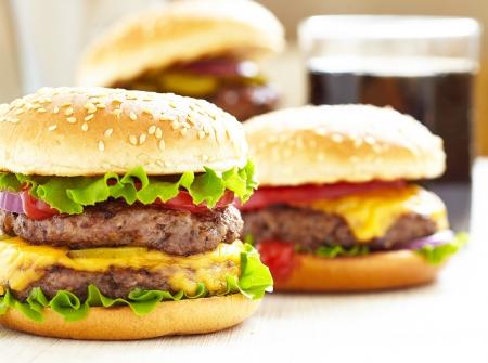 食べ物: 古典的なハンバーガー