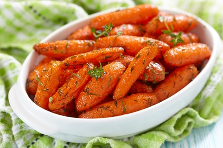 red braised: Honey Glazed Baby Carrots With Thyme And Dill